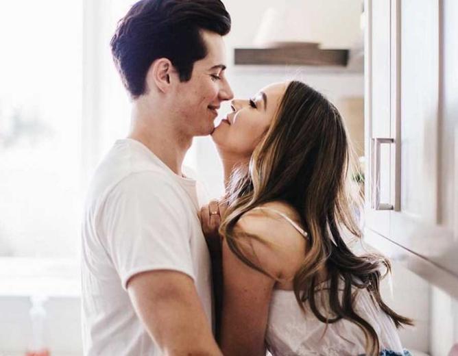 نصائح للأزواج لتجنب كورونا.. منع التقبيل وارتداء الكمامة أثناء العلاقة