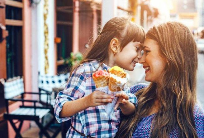 4 طرق لتستمتعي بتربية طفلك
