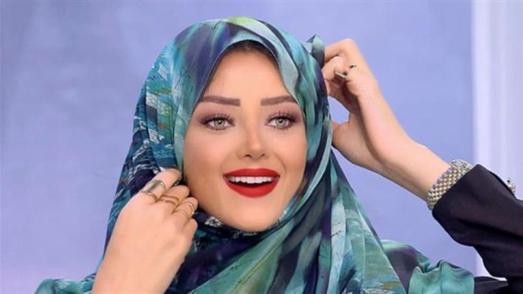 """بعد تحويلها للتحقيق بسبب الحجاب.. هاشتاج """"ادعم رضوى الشربيني"""" يتصدر تويتر"""