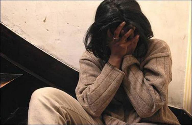 يجبر زوجته على ممارسة الدعارة بمساعدة والدته في مصر
