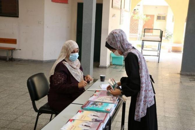 الأونروا بغزة تعلن موعد البدء بتوزيع الكتب المدرسية واستئناف التعليم عن بعد
