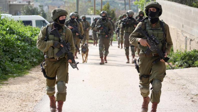 الاحتلال يعتقل خمسة شبان من العيساوية