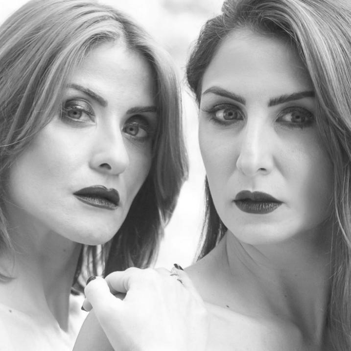 هيدي كرم وشقيقتها في جلسة تصوير جديدة