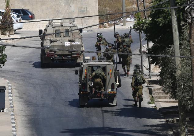 قوات الاحتلال تشن حملة مداهمات واسعة في الضفة الغربية