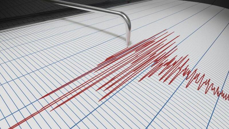 انهيار ستة مبانٍ جراء زلزال بقوة 6.6 ريختر ضرب ولاية إزمير التركية (شاهد)