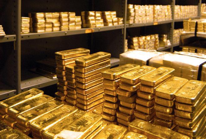 الذهب ينخفض عن أعلى مستوى في 3 أسابيع