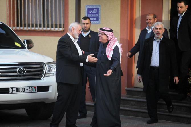 """صحيفة: الدوحة وتل أبيب تناقشان برنامج مساعدات كبير لـ """"غزة"""" للتوصل لتهدئة طويلة مع حماس"""