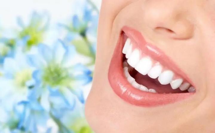 خبراء: إهمال تنظيف الأسنان قد يسبب سرطان الفم