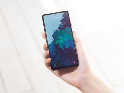 بعد الإبلاغ عن مشكلة بالشاشة.. سامسونغ تصدر تحديثا جديدا لهاتف Galaxy S20 FE