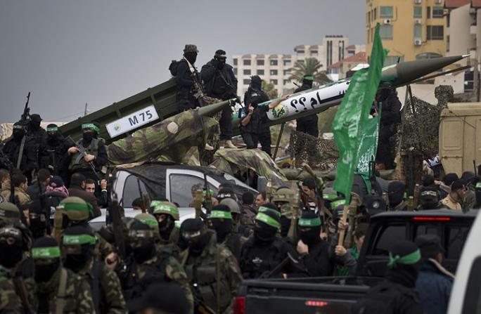 صحيفة عبرية: الحرب القادمة ستعيد إسرائيل عقوداً للوراء وحماس تمتلك صواريخ دقيقة