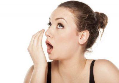 6 وصفات طبيعية لتعطير الفم دون الحاجة لغسول منعش