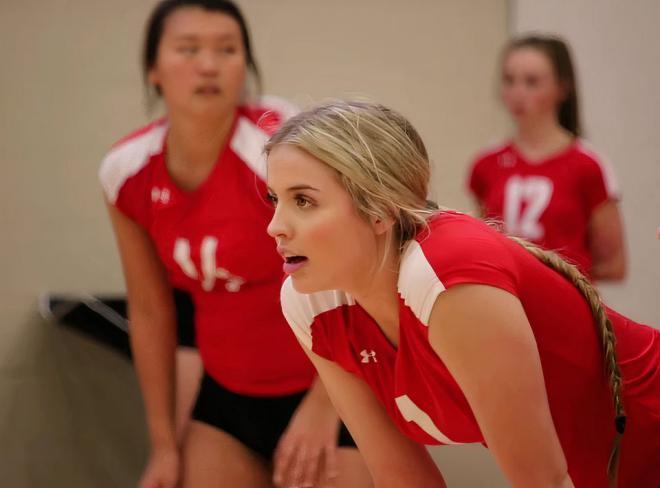 شاهد صور لاعبة المنتخب الكندي لكرة الطائرة الملكة مادي ليثبريدج