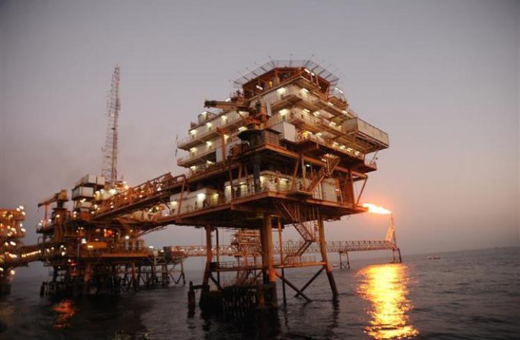 النفط يتراجع 4% بفعل مخاوف الانتخابات وكورونا