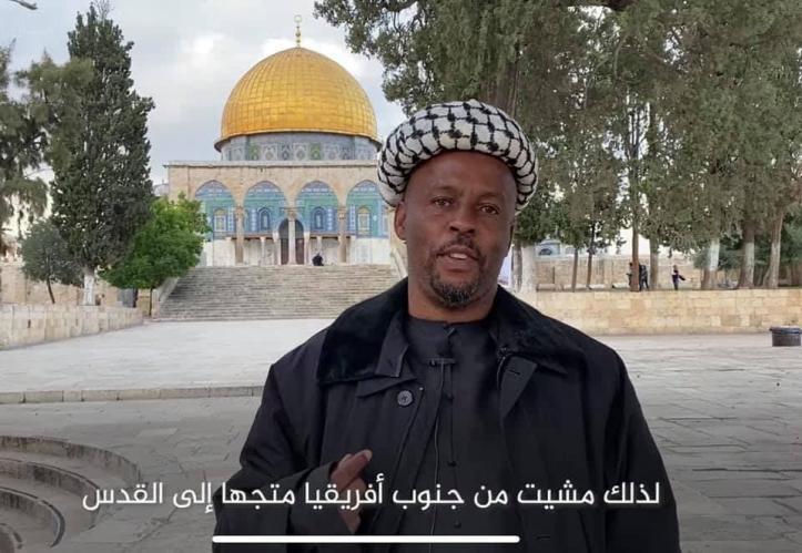ما هي حقيقة الشاب الذي مشى إلى المسجد الأقصى من جنوب إفريقيا وهل هو محتال فعلا؟!