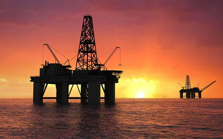لقاح كورونا يدعم مكاسب النفط بأكثر من 5%