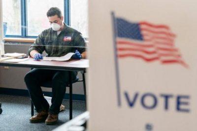 """قلق يجتاح مسؤولي الانتخابات الأميركية.. وتنديد بـ""""قصة شاربي"""""""