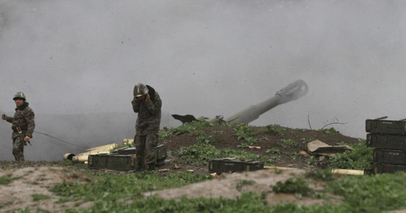 """""""أرمينيون"""" يحرقون منازلهم قبل أن يسلموا الأرض لـ """"أذربيجان"""" (شاهد اليوم)"""