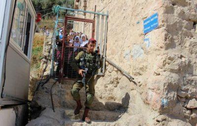 جيش الاحتلال يشن حملة اعتقالات ومداهمات بالضفة والقدس