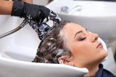 متى يجب غسل الشعر المصبوغ لضمان ثبات اللون؟