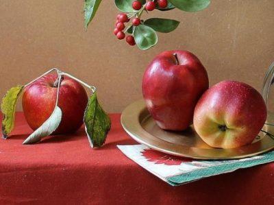 فوائد عديدة لقشر التفاح على بشرتك وجسمك