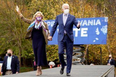 الرئيس المُنتخب ونائبته كامالا هاريس يصلان إلى منصة التنصيب