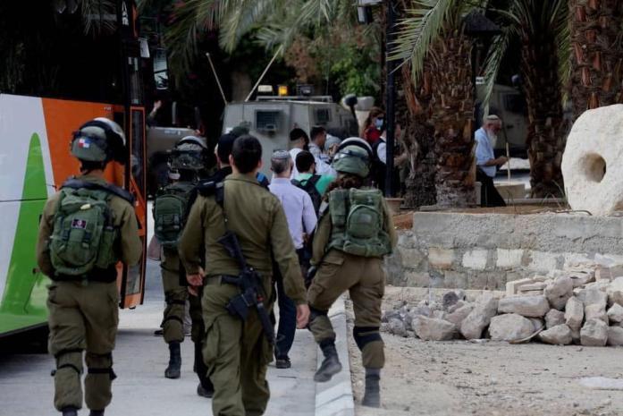 قوات الاحتلال تشن حملة مداهمات واعتقالات في مخيم جنين