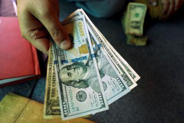 إسرائيل: الدولار سيرتفع أكثر خلال الأيام القادمة
