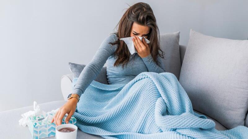لماذا تزيد الإصابات بنزلات البرد والإنفلونزا في فصل الشتاء؟