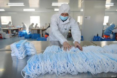 بكين: ارتفاع طلب أمريكا على الكمامات الصينية منذ قدوم بايدن إلى الحكم