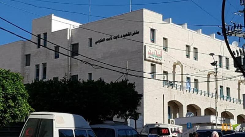 بالصور: جيش الاحتلال يقتحم مستشفى ثابت ثابت بطولكرم ويطلق قنابل صوت داخلها
