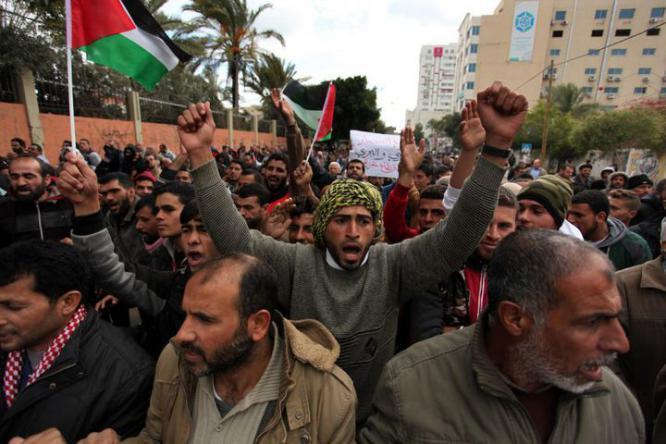 العمل بغزة: العمال تضرروا بشكل كبير في ظل الحصار والانقسام وكورونا