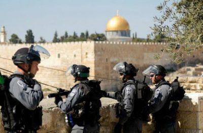 القدس.. قوات الاحتلال يعتقل مواطنا وزوجته من جبل المكبر