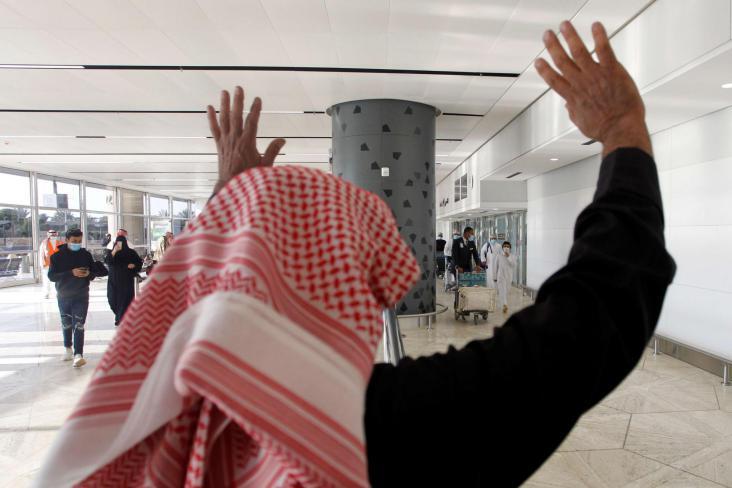 شاهد.. رفع علم قطر في سفارتها بالسعودية يثير تفاعلا