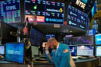 هبوط الأسهم الأمريكية وسط ترقب لمحضر اجتماع المركزي