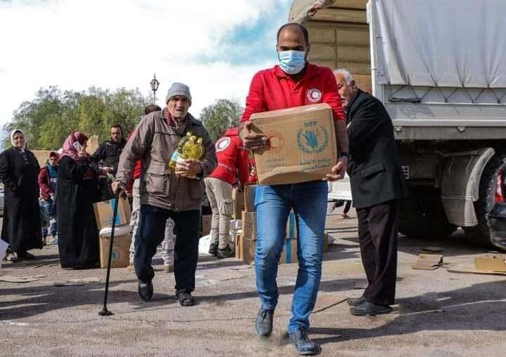 مساعدات غذائية عاجلة لكل اسرة فقيرة بتبرع كريم من الصليب الأحمر