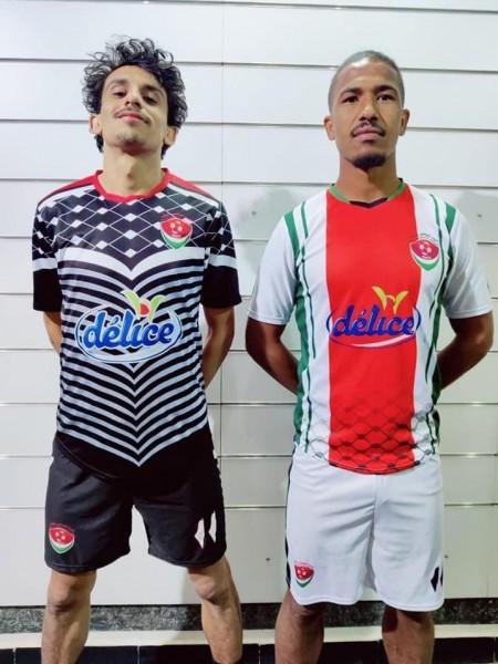 فريق تونسي خريطة فلسطين والكوفية شعاراً على قميصه الجديد