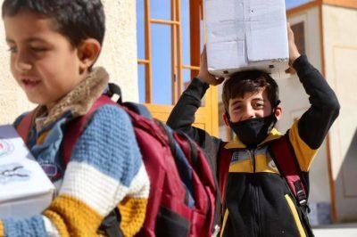 سوريا.. طلاب المدارس يحصلون على وسائل وقائية من (كورونا)