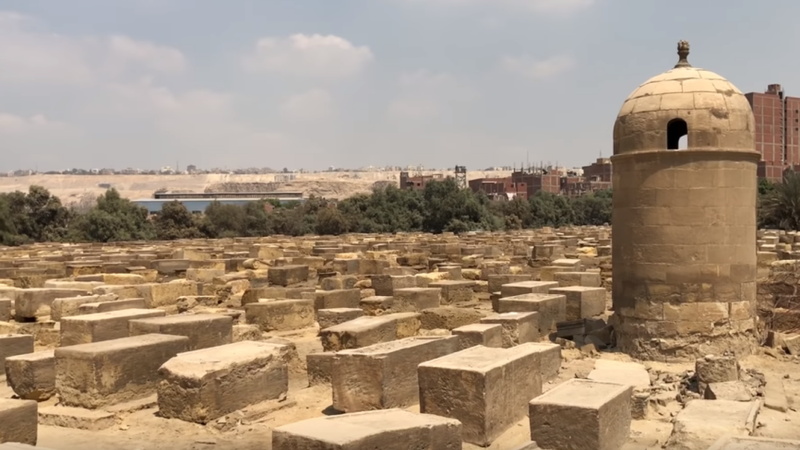خطأ يتسبب في استخراج جثة مصري متوفى بـ (كورونا) بعد دفنها