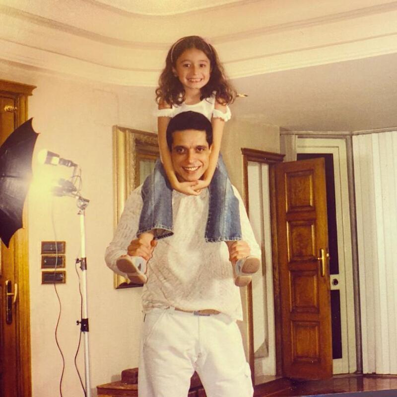 """صورة قديمة لـ """"زينة عامر منيب"""" مع والدها الراحل"""