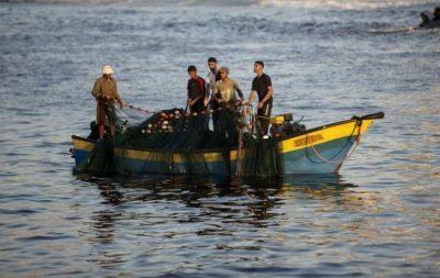 نقابة الصيادين تعلّق مهنة الصيد بغزة حتى صباح الثلاثاء المقبل