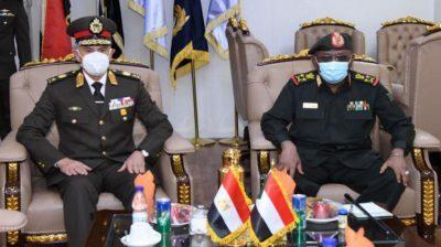 الاتفاق على تعزيز التعاون العسكري والأمني بين القاهرة والخرطوم