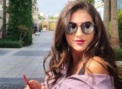 النجمة دانية شافعي بأزياء شبابية مختلفة (صور)
