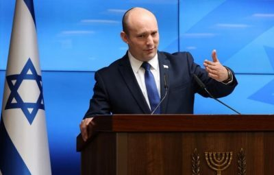 بينيت: سنواصل الرد على كل بالون حارق يطلق من قطاع غزة