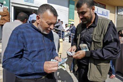 إسرائيل ديفينس: صبر حماس على منع إدخال المنحة القطرية إلى غزة بدأ ينفذ