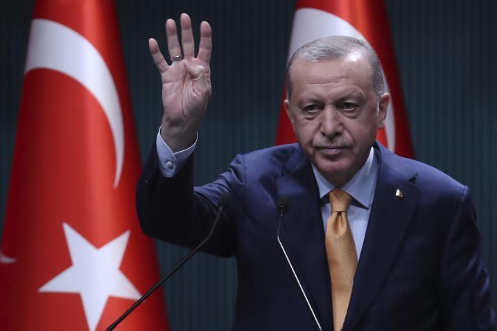 أردوغان يشكر قادة الدول التي تساعد بلاده في مكافحة حرائق الغابات (الأسماء)
