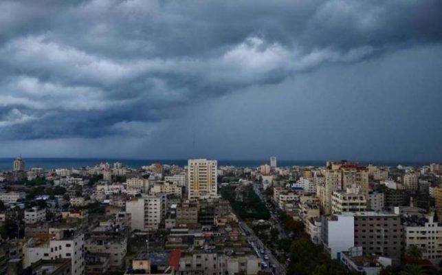 الطقس اليوم: انخفاض على الحرارة وفرصة لزخات من الامطار
